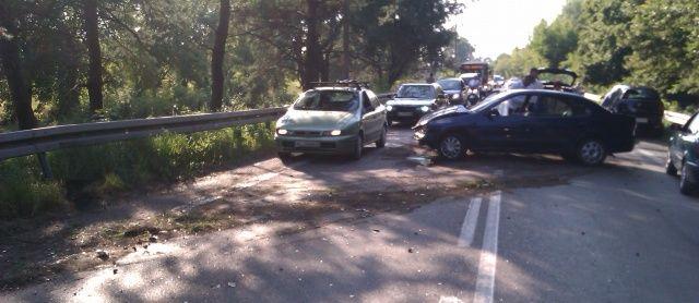Korek za Renault Megane na środku drogi po kolizji