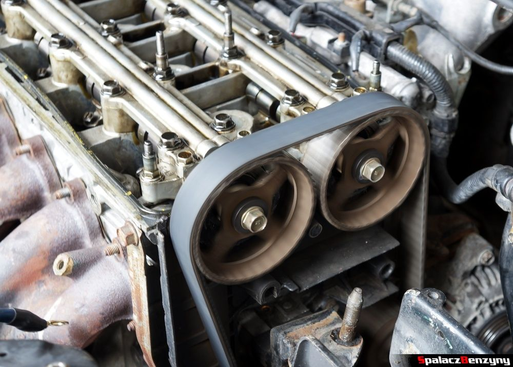 Kręcące się koła zębate wałka rozrządu w Honda Civic