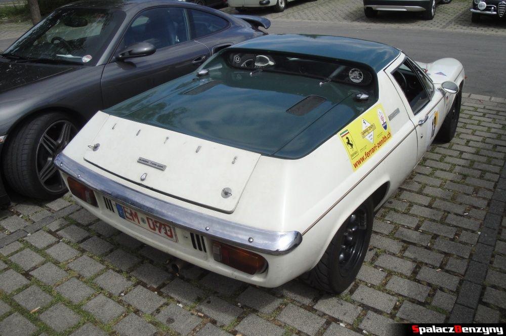 Lotus biały tył na Nurburgring Nordschleife
