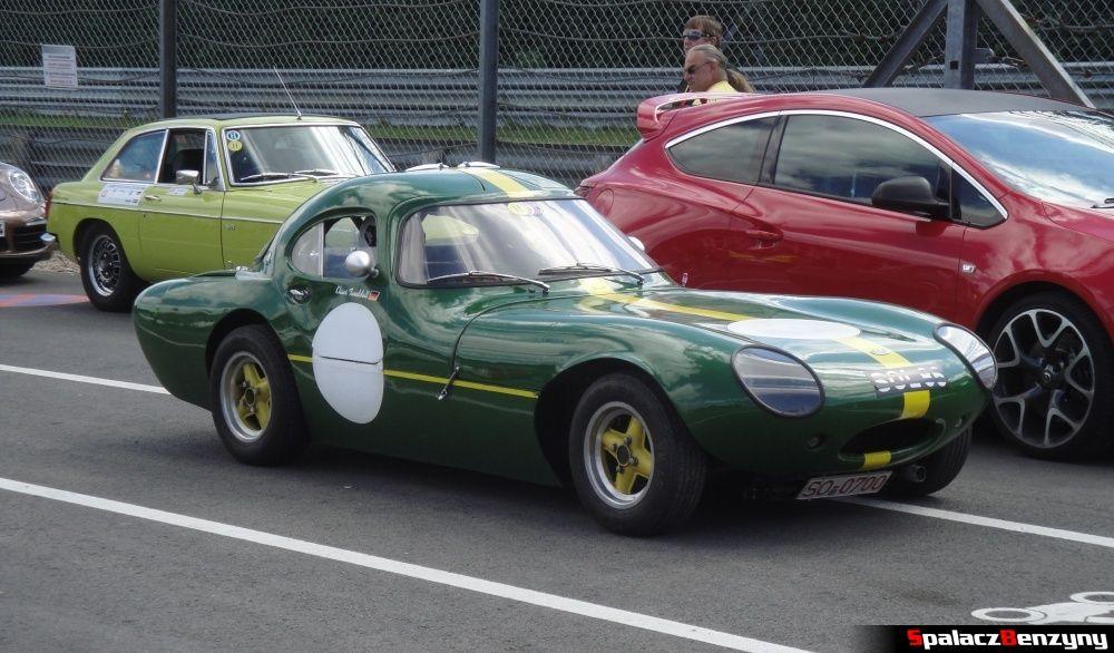 Lotus zielony na Nurburgring Nordschleife