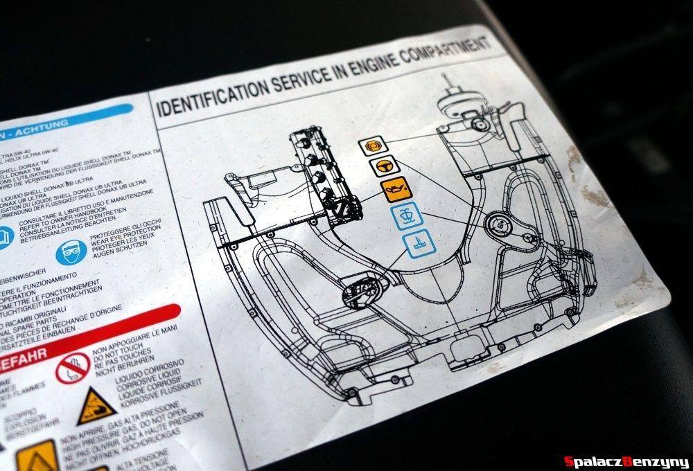 Maserati GranTurismo etykieta pod maską