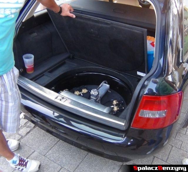 Mechanizm niskiego zawieszenie w Audi A4 na Worthersee 2013
