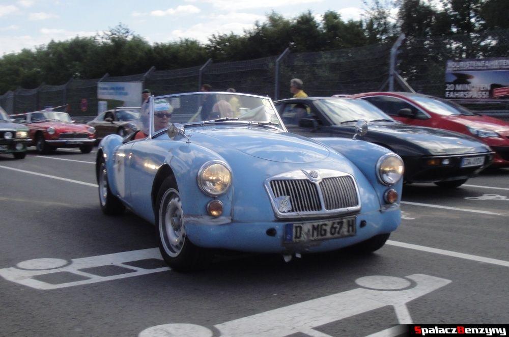 MG niebieski na Nurburgring Nordschleife