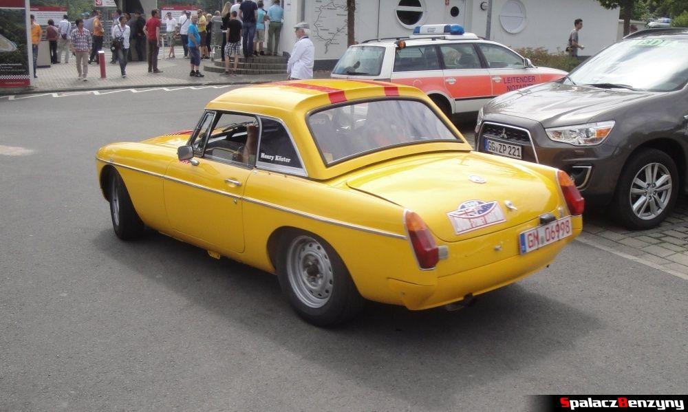 MG żółty jazda na Nurburgring Nordschleife