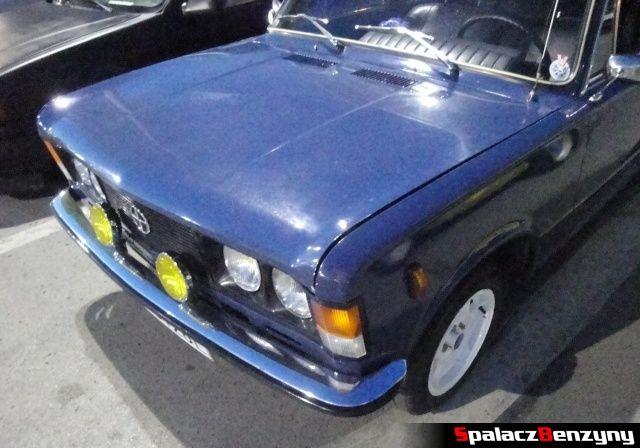 Niebieski Fiat 125p na Lubelskie Klasyki Noc�