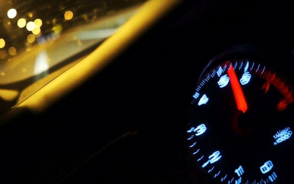 Obrotomierz w nocy Audi A4
