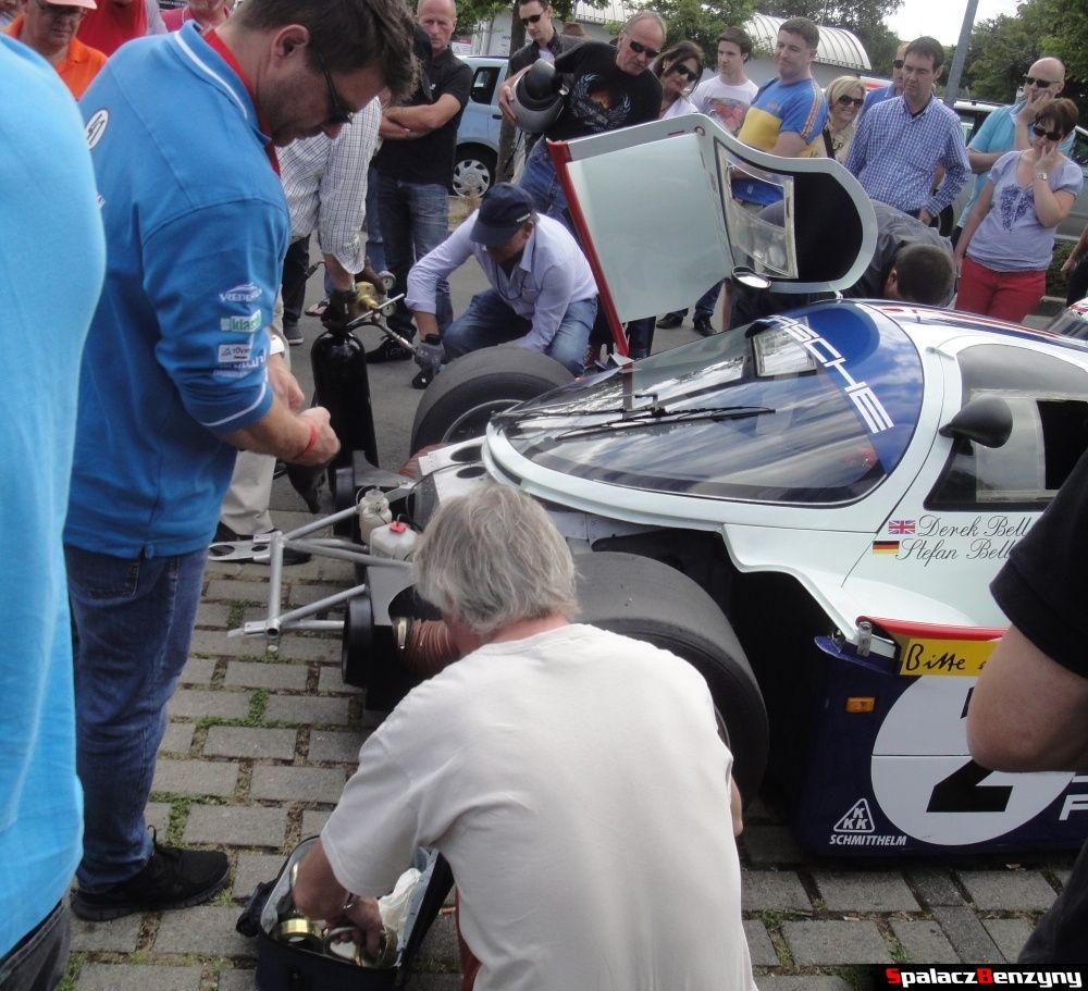 Odkręcanie kół Porsche 956 na Nurburgring Nordschleife