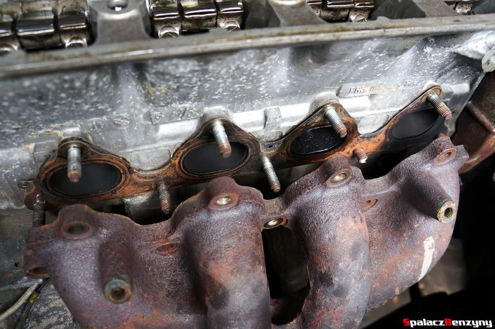 Odkręcony kolektor wydechowy w Honda Civic