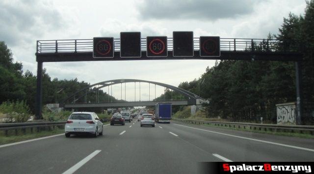 Ograniczenie na 3 pasmowej niemieckiej autostradzie