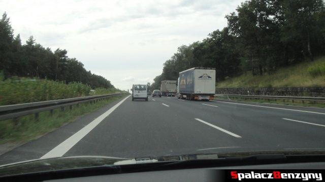 Okupacja pasa na 3 pasmowej niemieckiej autostradzie