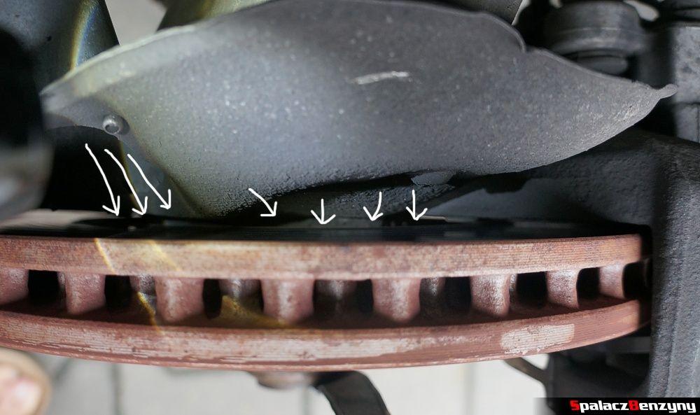 Piasta i szczelina przy tarczy hamulcowej Audi A4 B8