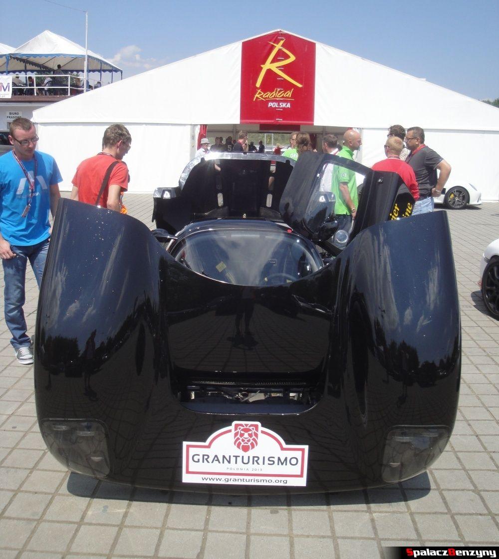 Podniesiona maska Ultima GTR na Gran Turismo Polonia 2013