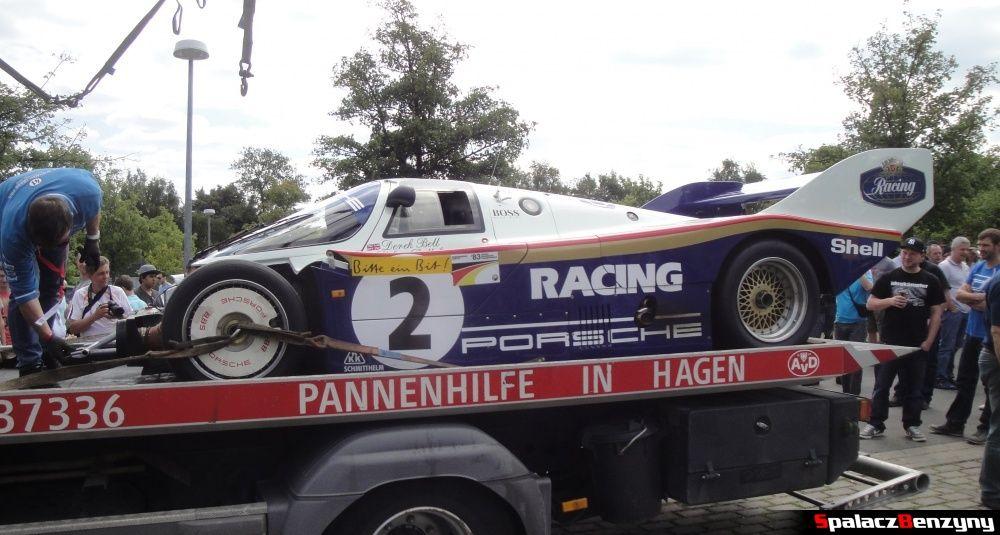 Porsche 956 bez zderzaka na lawecie na Nurburgring Nordschleife