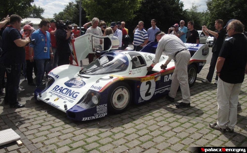 Porsche 956 przed wjazdem na lawetę na Nurburgring Nordschleife