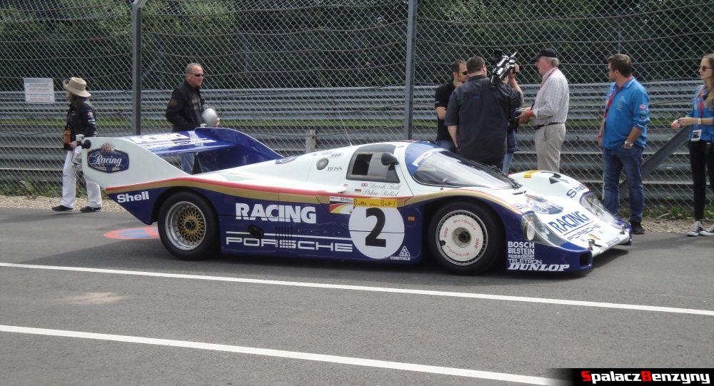 Porsche 956 przed wjazdem na Nurburgring Nordschleife