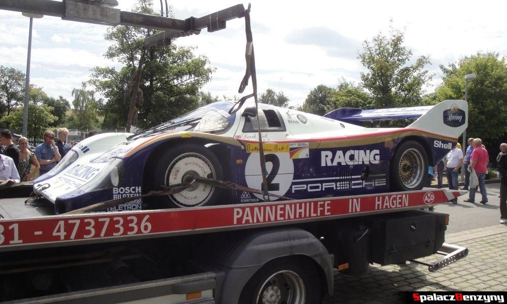 Porsche 956 ze zderzakiem na lawecie na Nurburgring Nordschleife