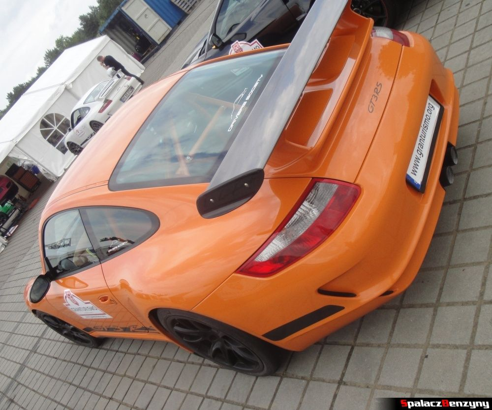 Porsche GT3 RS pomarańczowe na Gran Turismo Polonia 2013