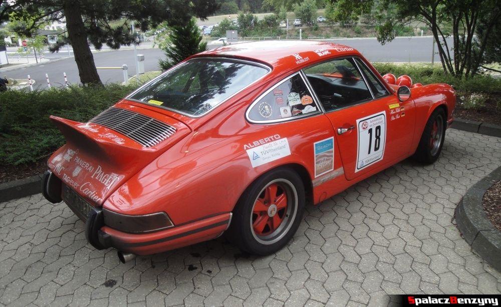 Porsche Mont Blanc pomarańczowe na Nurburgring Nordschleife