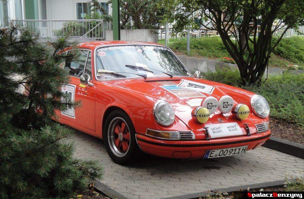 Porsche pomarańczowe na Nurburgring Nordschleife