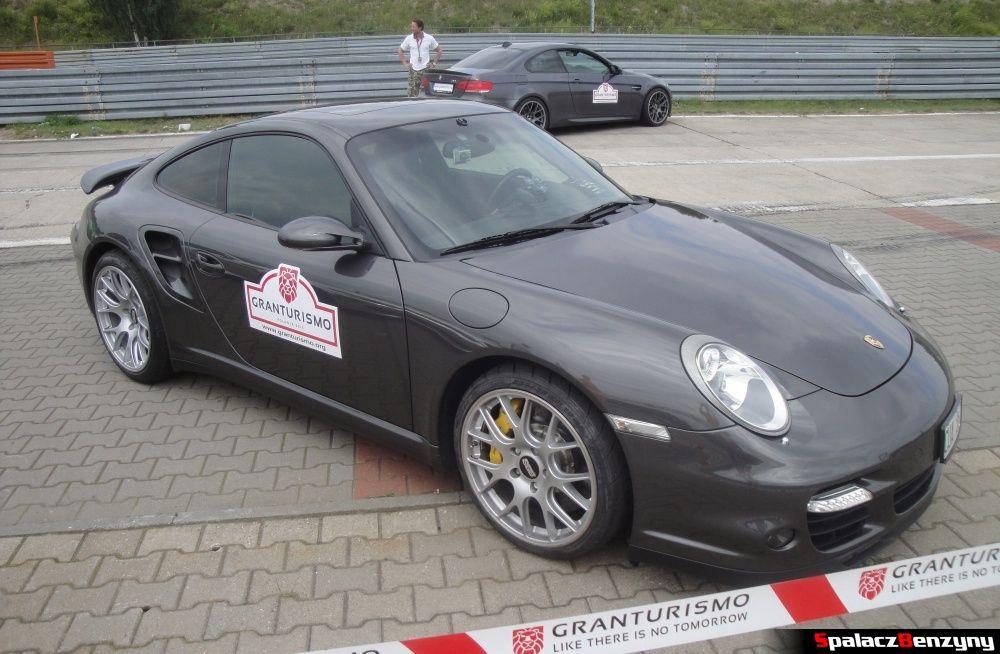 Porsche szare pit line na Gran Turismo Polonia 2013
