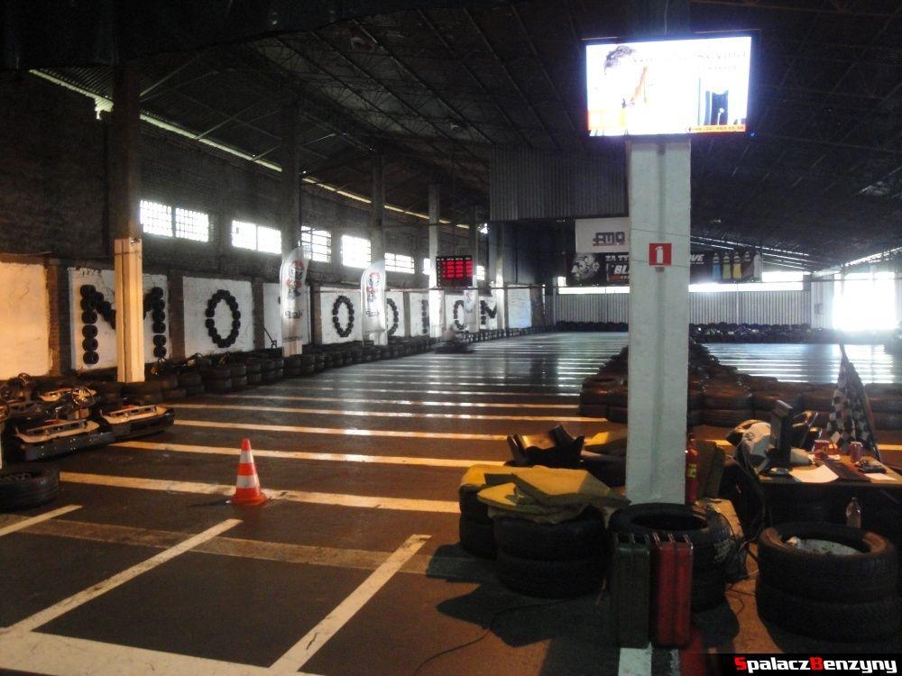 Prosta startowa na torze kartingowym Motodrom Kraków