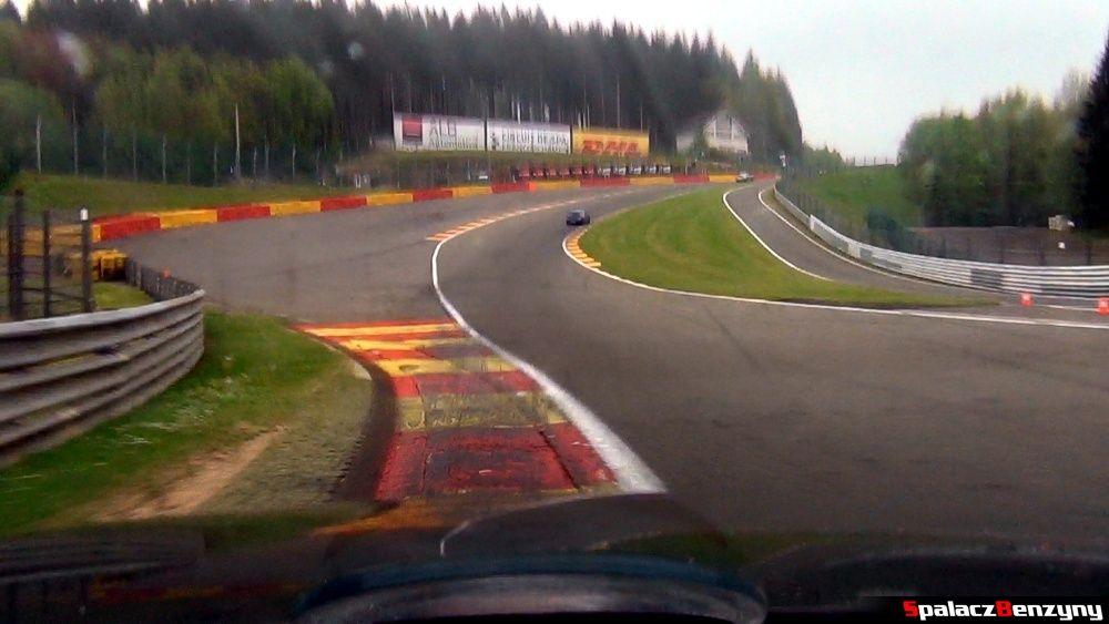 Przejazd przez Eau Rouge 1 na Circuit de Spa-Francorchamps