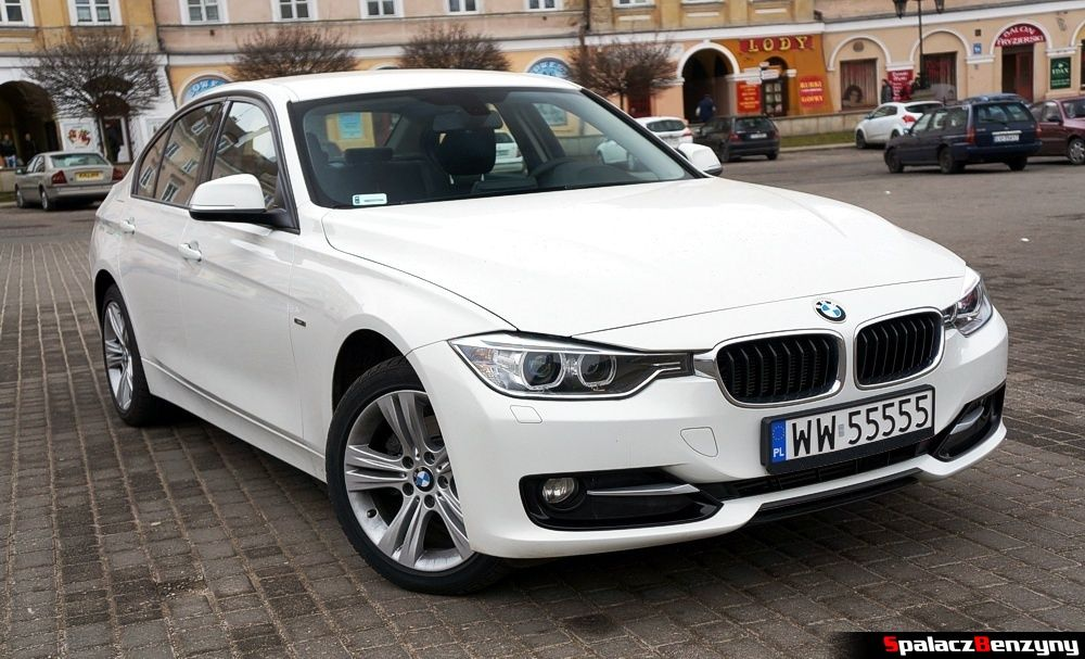 Przód BMW 316i 2013 na Placu Zamkowym w Lublinie