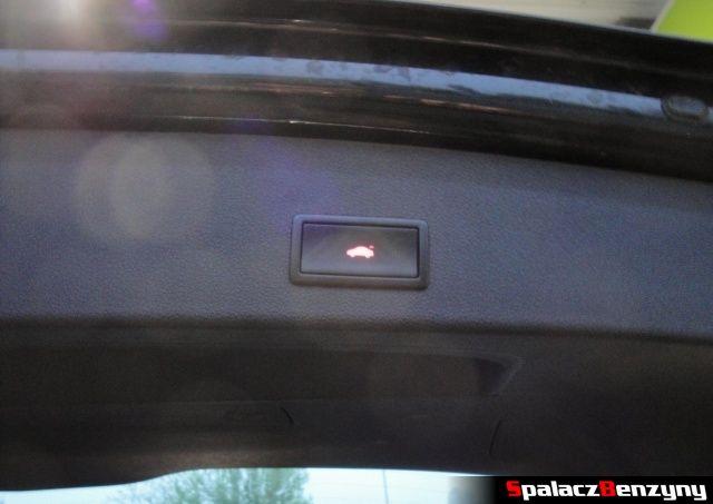Przycisk do zamykania klapy bagażnika w Audi Q5