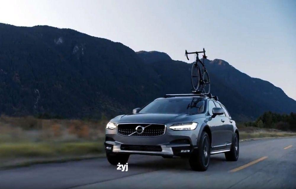 Rekama Volvo z rowerem na dachu