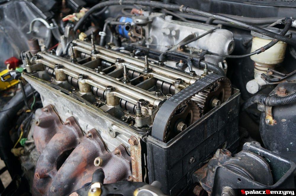 Silnik bez pokrywy od strony rozrządu w Honda Civic