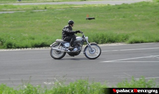 Srebrny motocykl na Super Veteran 2012 w Lublinie