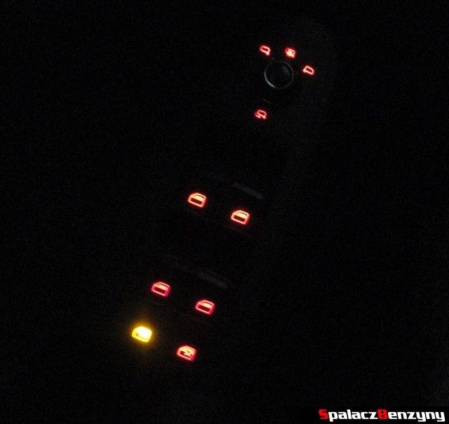 Sterowanie lusterek bocznych i szyb w nocy w Audi A4 B8