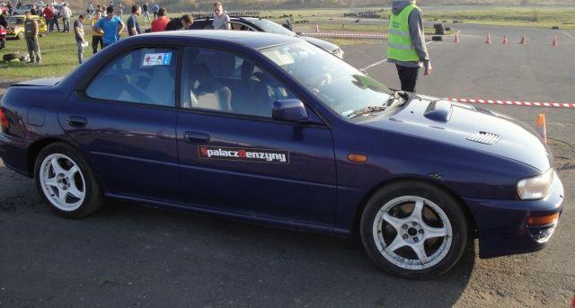 Subaru Impreza granatowa SBR
