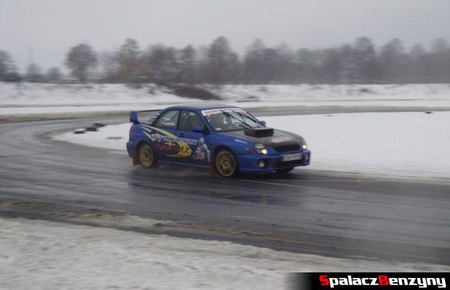 Subaru Impreza WRX STI  na zimowym treningu na Torze w Lublinie