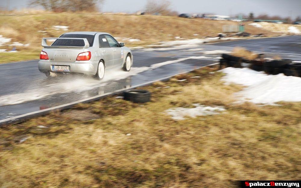 Subaru WRX na prostej na Rally Sprint 9 luty 2014