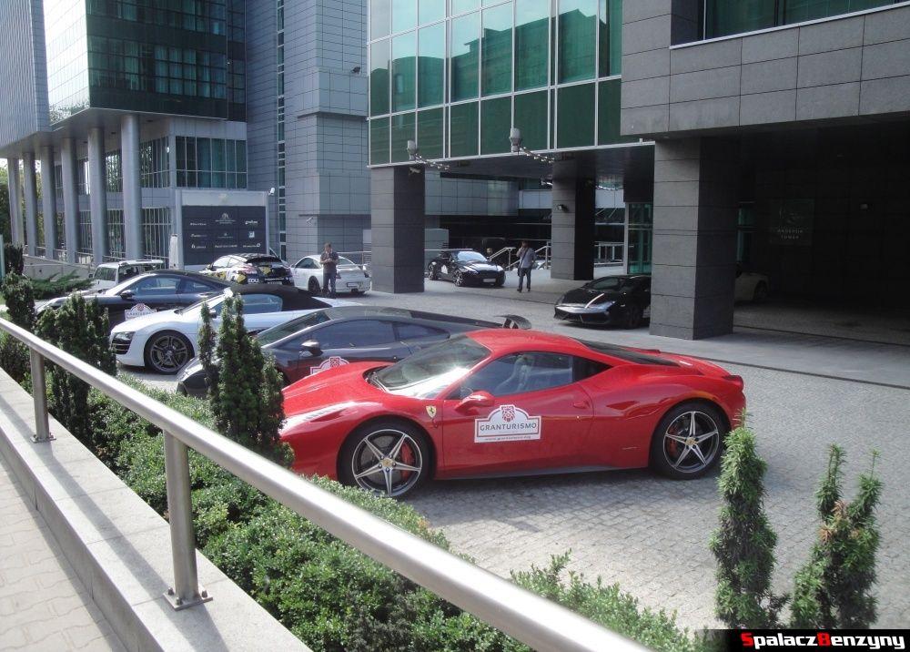Super cars w Poznaniu przed hotelem na Gran Turismo Polonia 2013