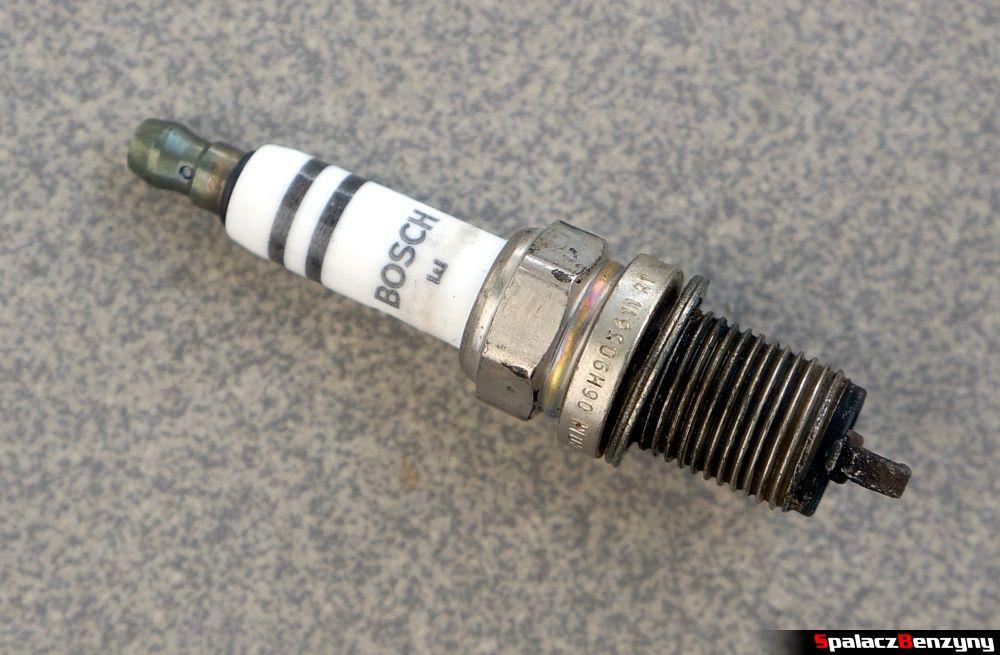 Świeca zapłonowa VW AG Bosch 06H905611 R1 CG