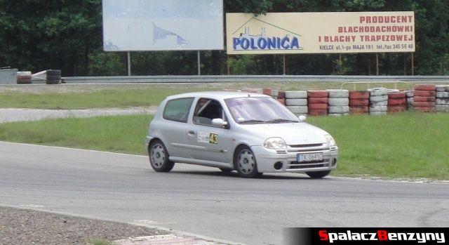 Szare Renault Clio Sport podczas treningu na Torze Kielce 7 czerwiec