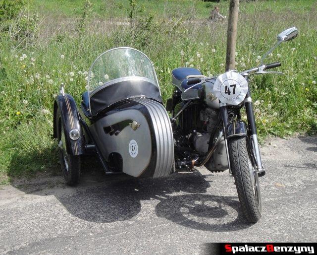 Szary motocykl z gondolą na Super Veteran 2012 w Lublinie