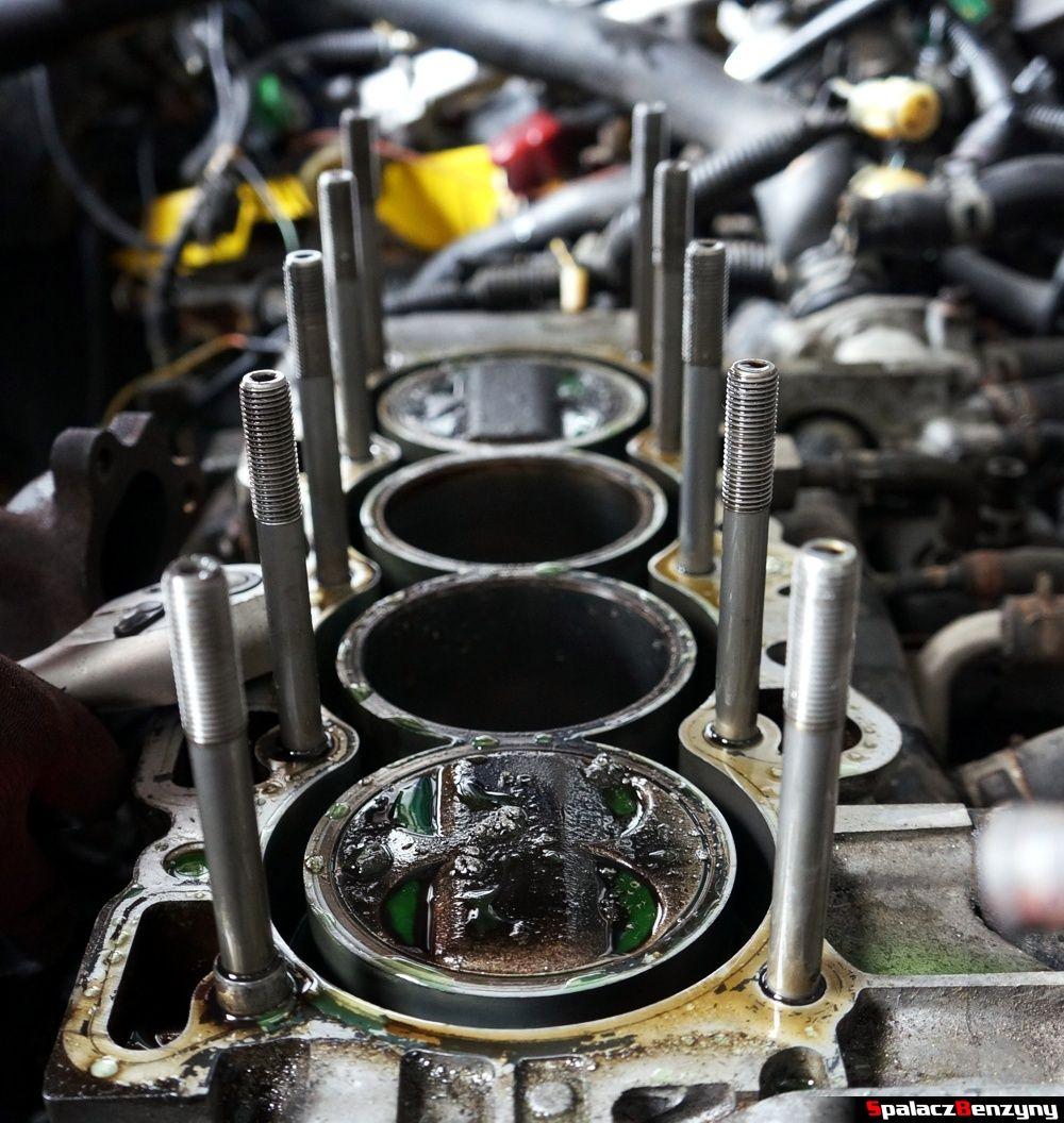 Szpilki do mocowania głowicy silnika w Honda Civic