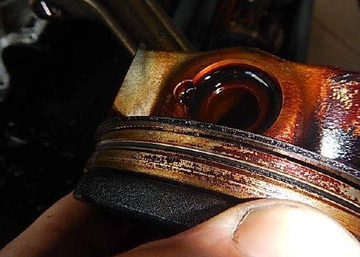 Tłok i pierścienie w Audi A4 B8 kombi czarne