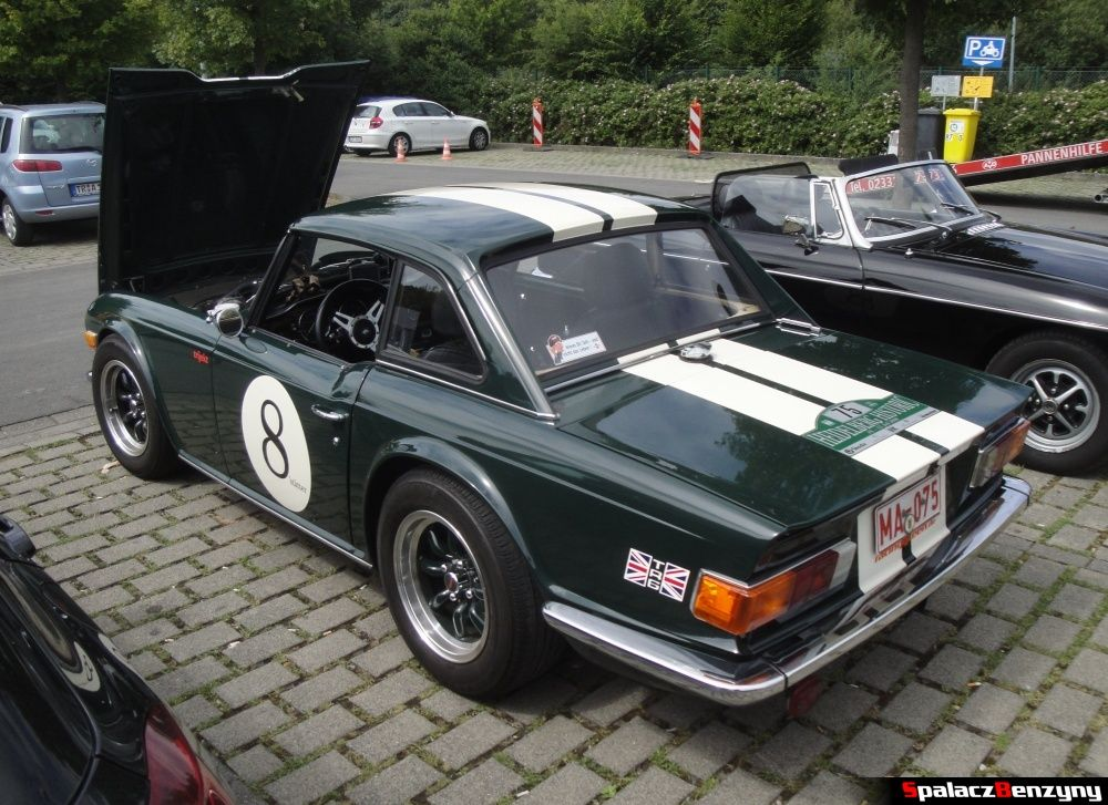 Triumph TR6 zielony na Nurburgring Nordschleife