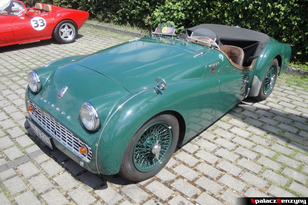 Triumph zielony na Nurburgring Nordschleife