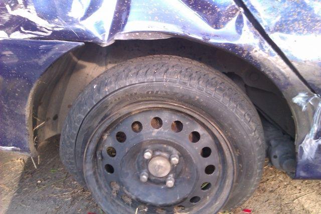 Tylna opona Renault Megane po kolizji