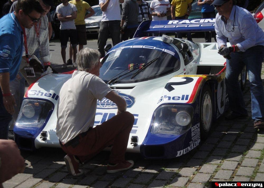 Ukończone zakładanie zderzaka Porsche 956 na Nurburgring Nordschleife