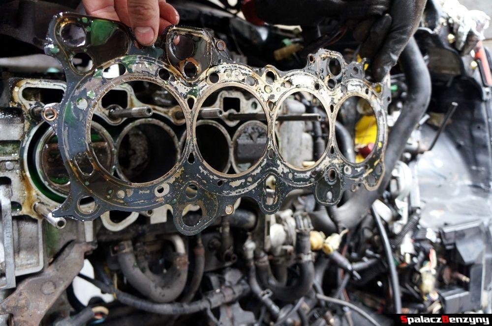 Uszczelka pod głowicą silnika w Honda Civic
