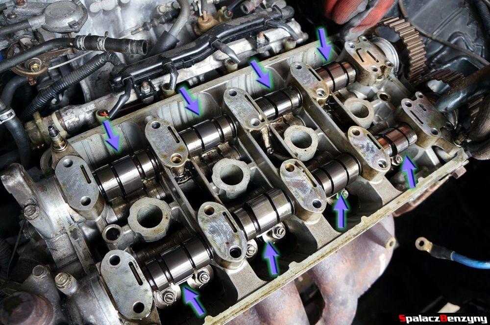 Wałki rozrządu bez osłon w Honda Civic