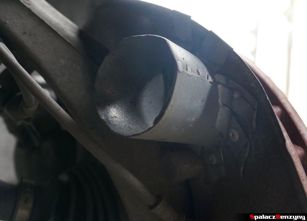 Wlot przy przedniej tarczy hamulcowej Audi A4 B8