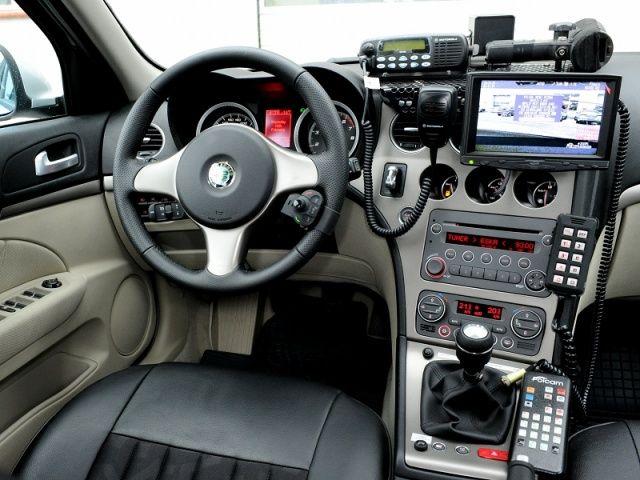 Wnętrze policyjnej Alfa Romeo