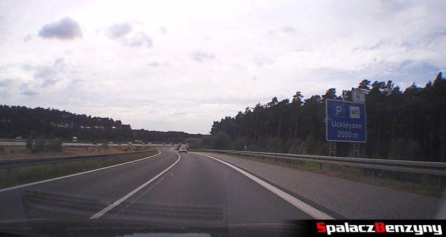 Wypadkowy odcinek z ograniczeniem na niemieckiej autostradzie
